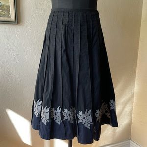 Tristan & Iseult Y2K black and blue pleated floral midi skirt size 12